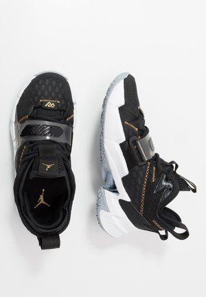 WHY NOT ZER0.3 - Basketbalové boty - black/metallic gold/white