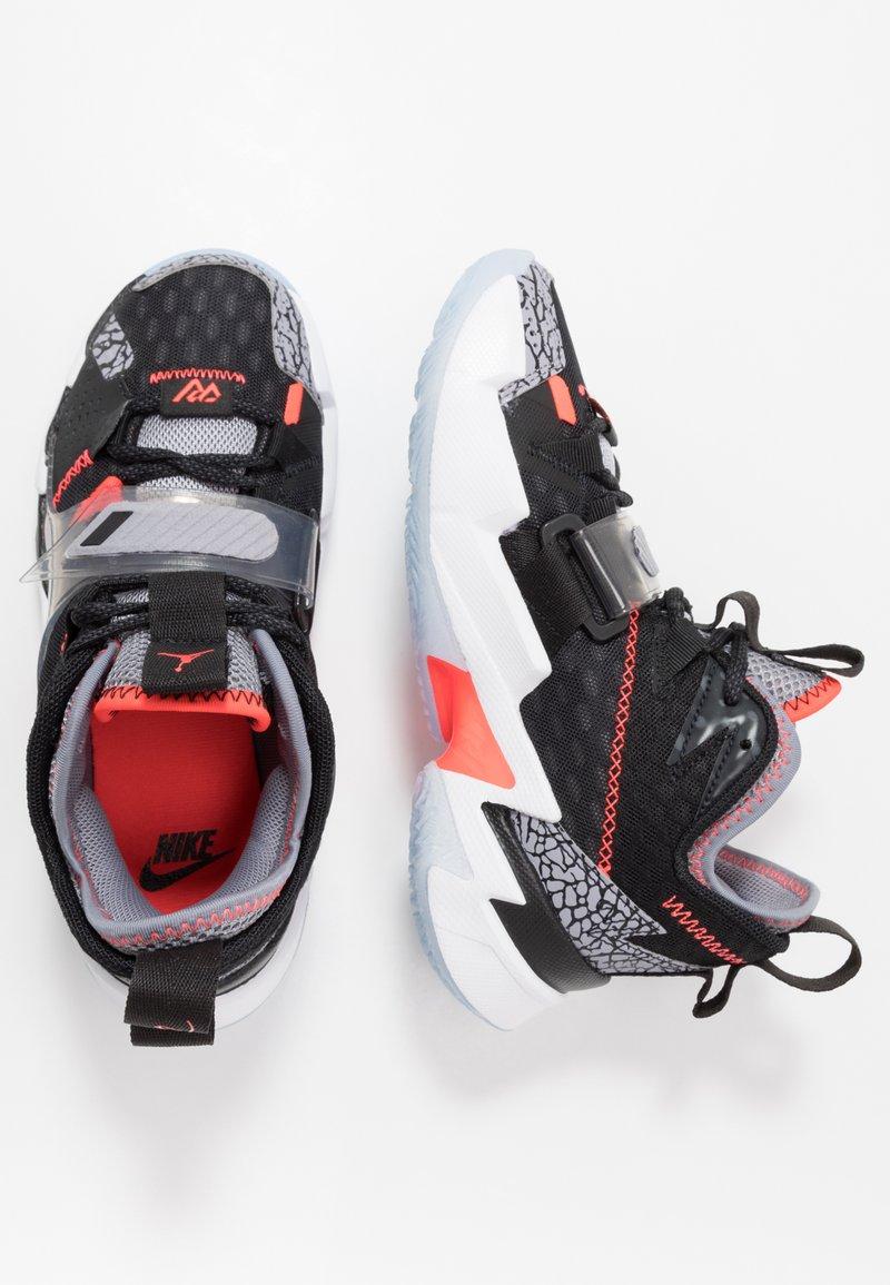Jordan - WHY NOT ZER0.3 - Basketbalové boty - black/bright crimson/cement grey/white