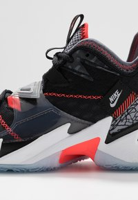 Jordan - WHY NOT ZER0.3 - Basketbalové boty - black/bright crimson/cement grey/white - 2