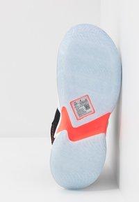 Jordan - WHY NOT ZER0.3 - Basketbalové boty - black/bright crimson/cement grey/white - 5