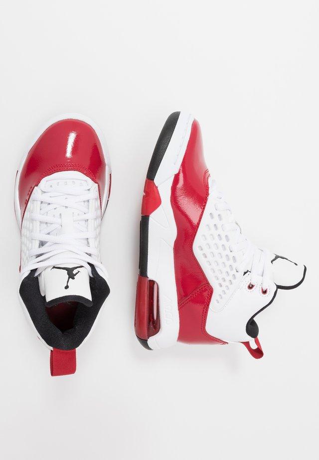 MAXIN 200 - Obuwie do koszykówki - white/black/gym red
