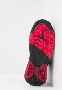 Jordan - MAXIN 200 - Basketbalové boty - black/gym red/white - 5