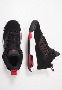 Jordan - MAXIN 200 - Basketbalové boty - black/gym red/white - 0