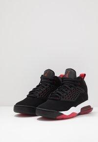 Jordan - MAXIN 200 - Basketbalové boty - black/gym red/white - 3
