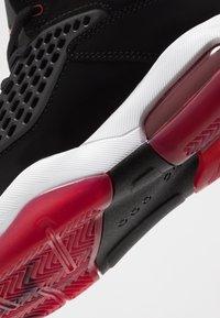 Jordan - MAXIN 200 - Basketbalové boty - black/gym red/white - 2