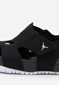 Jordan - FLARE UNISEX - Basketball shoes - black/white - 5