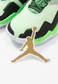 Jordan - WESTBROOK ONE TAKE - Obuwie do koszykówki - white/black/rage green - 6