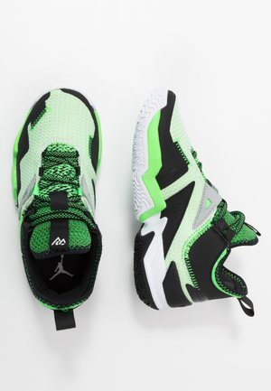 WESTBROOK ONE TAKE - Zapatillas de baloncesto - white/black/rage green