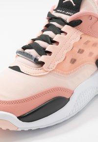 Jordan - MAX 200 - Obuwie do koszykówki - washed coral/dark smoke grey/pink quartz - 2