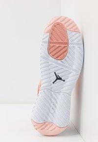 Jordan - MAX 200 - Obuwie do koszykówki - washed coral/dark smoke grey/pink quartz - 5