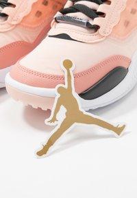 Jordan - MAX 200 - Obuwie do koszykówki - washed coral/dark smoke grey/pink quartz - 6