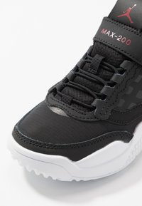 Jordan - MAX 200  - Sportovní boty - black/gym red/white - 5