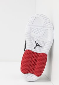 Jordan - MAX 200  - Sportovní boty - black/gym red/white - 2