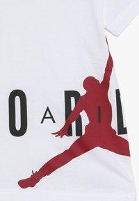 Jordan - SIDELINE - T-shirts med print - white - 3