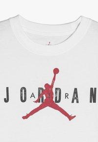 Jordan - BRAND TEE  - T-shirt z nadrukiem - white - 4