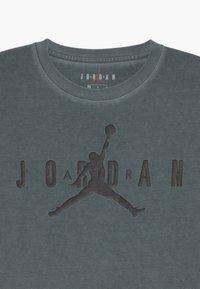 Jordan - CLEAR PATH TEE - T-shirt con stampa - black - 3