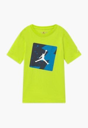 POOLSIDE CREW - T-Shirt print - yellow