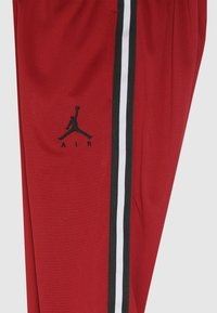 Jordan - JUMPMAN AIR SUIT PANT - Teplákové kalhoty - gym red - 2