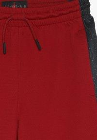 Jordan - GRAPHIC PANEL SHORT - Urheilushortsit - gym red/black - 4