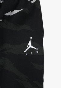 Jordan - JUMPMAN PANT CAMO - Pantalon de survêtement - black - 3