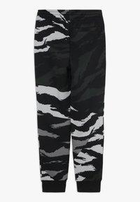 Jordan - JUMPMAN PANT CAMO - Pantaloni sportivi - black - 1