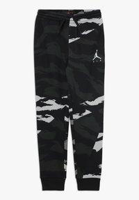 Jordan - JUMPMAN PANT CAMO - Pantaloni sportivi - black - 0