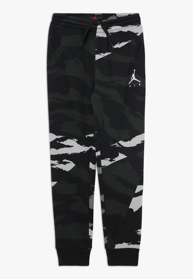 JUMPMAN PANT CAMO - Teplákové kalhoty - black