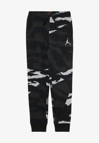 Jordan - JUMPMAN PANT CAMO - Pantalon de survêtement - black - 2