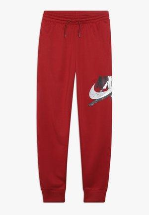 JUMPMAN CLASSIC III SUIT PANT - Teplákové kalhoty - gym red