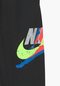 Jordan - JUMPMAN CLASSIC III SUIT PANT - Teplákové kalhoty - black - 3