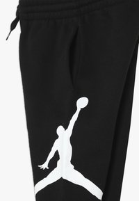 Jordan - JUMPMAN LOGO PANT - Pantaloni sportivi - black - 2