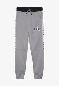 Jordan - JUMPMAN SIDELINE TRICOT PANT - Pantalones deportivos - atmosphere grey - 2