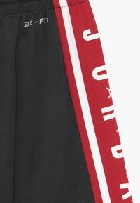 Jordan - Pantalón corto de deporte - black - 3