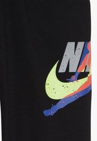 Jordan - JUMPMAN CLASSIC PANT - Teplákové kalhoty - black - 3