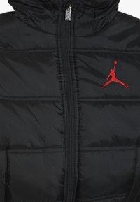 Jordan - HERITAGE PUFFER JACKET - Zimní bunda - black - 4