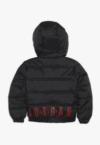 Jordan - HERITAGE PUFFER JACKET - Zimní bunda - black - 1