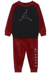 Jordan - JUMPMAN OUTLINE CREW - Survêtement - gym red - 4