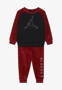 Jordan - JUMPMAN OUTLINE CREW - Survêtement - gym red - 3