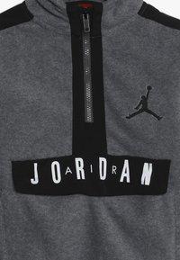 Jordan - JORDAN AIR 1/2 ZIP HOODIE - Hoodie - carbon heather - 3