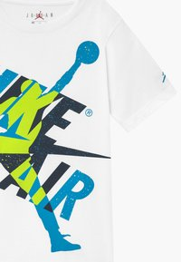 Jordan - JUMPMAN  CLASSIC GRAPHIC - T-shirt con stampa - white/obsidian - 3