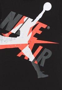 Jordan - JUMPMAN  CLASSIC GRAPHIC - T-shirt imprimé - black - 2