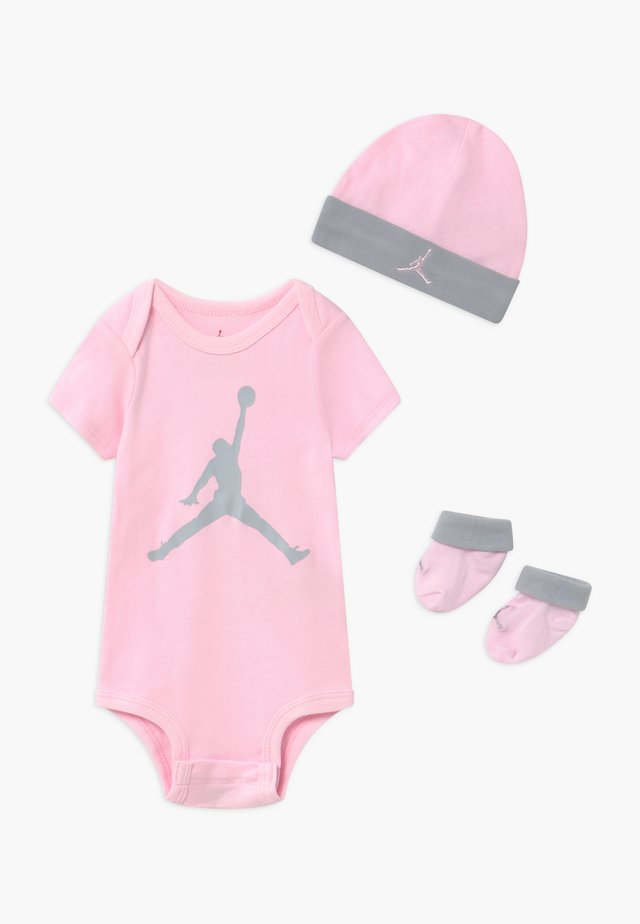 JUMPMAN BOOTIE SET - Berretto - pink foam