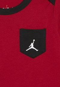 Jordan - JUMPMAN CLASSIC BODYSUIT 3 PACK - Survêtement - black/white/red - 5