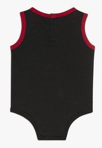 Jordan - JUMPMAN CLASSIC BODYSUIT 3 PACK - Survêtement - black/white/red - 1