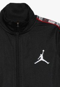 Jordan - LEGACY TRICOT PANT SET - Tracksuit - black - 5