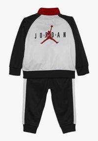 Jordan - JUMPMAN TRICOT PANT SET - Träningsset - black - 1