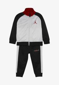 Jordan - JUMPMAN TRICOT PANT SET - Träningsset - black - 4