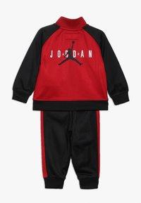 Jordan - JUMPMAN TRICOT PANT SET - Survêtement - black/gym red - 1