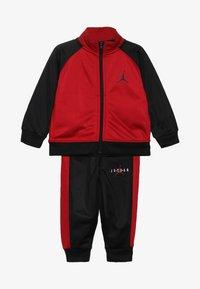 Jordan - JUMPMAN TRICOT PANT SET - Survêtement - black/gym red - 5