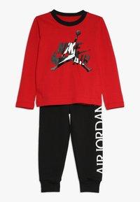 Jordan - JUMPMAN CLASSIC JOGGER SET - Trainingspak - black/gym red - 0